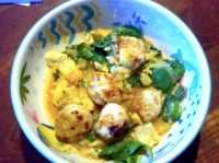 Scallops with spinach in curry sauce.